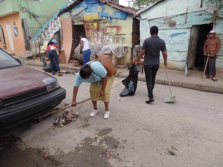 Jornada de limpieza en el Barrio de la Mina