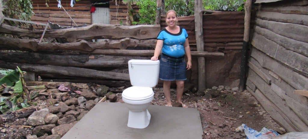 Construcción de inodoros en Niaragua